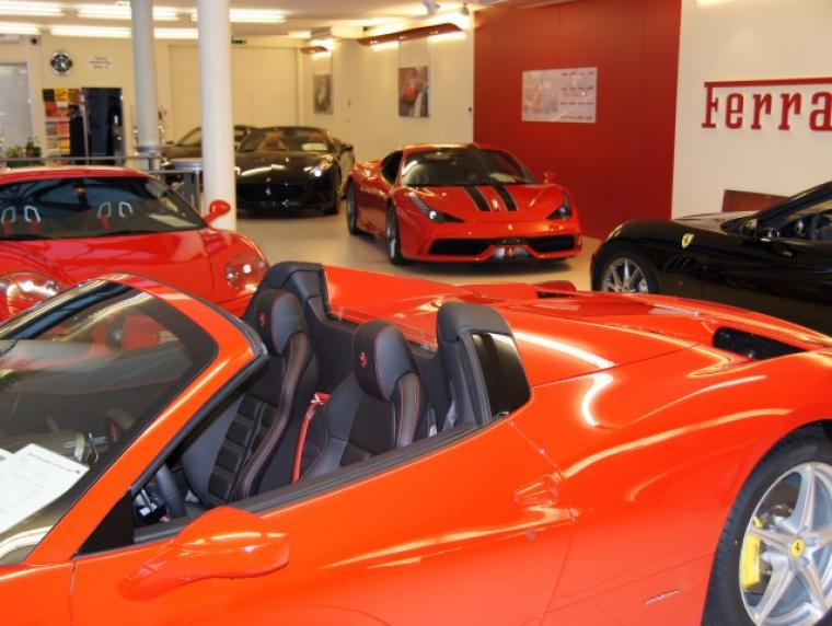 showroom_ferrari03